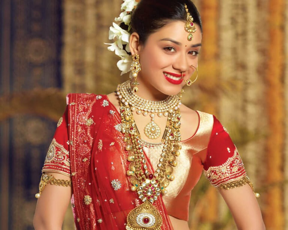Keep your bridal lehenga new for a long time with these tips - ख़बर लाज़मी