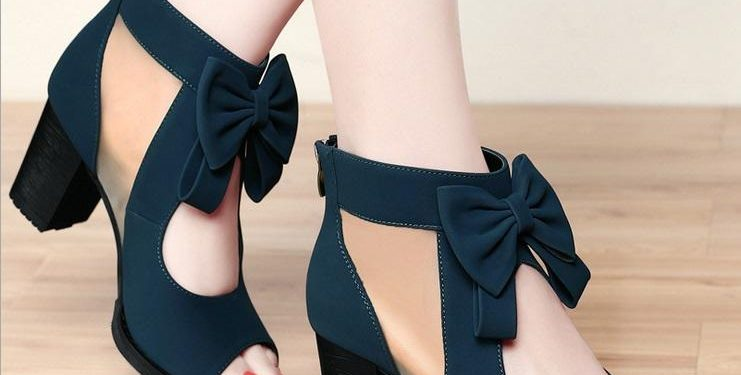 Carry these trendy footwear with your stylish outfits|khabar lazmi