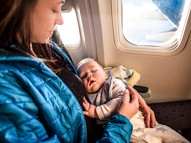 Keep these things in mind while traveling on a flight with a child-ख़बर लाज़मी