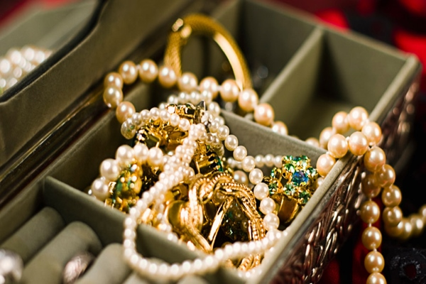 With the help of these tips, keep your jewelery shine always- ख़बर लाज़मी
